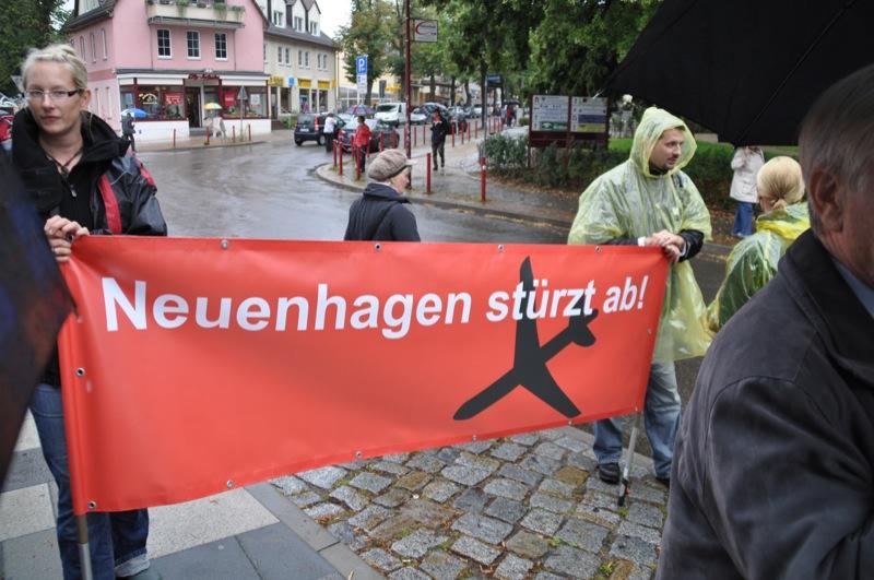 Protestplakat - Neuenhagen stürzt ab