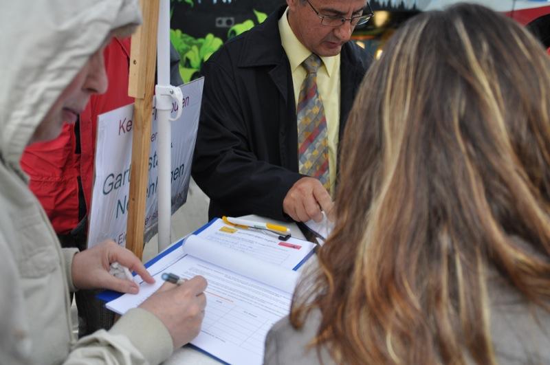Unterschriftenaktion Volksinitiative Nachtflugverbot Schoenefeld