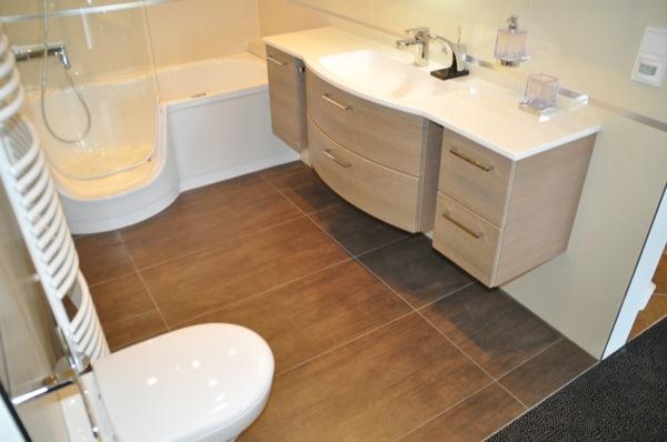 fliesen f rs badezimmer helle oder dunkle fliesen mosaik im bad hausbau blog. Black Bedroom Furniture Sets. Home Design Ideas