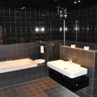 Fliesen fürs Badezimmer? Helle oder dunkle Fliesen & Mosaik im Bad?