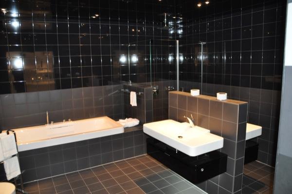 Fliesen Furs Badezimmer Helle Oder Dunkle Fliesen Mosaik Im Bad