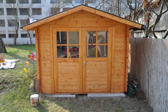 Gartenhaus mit Holzlasur streichen