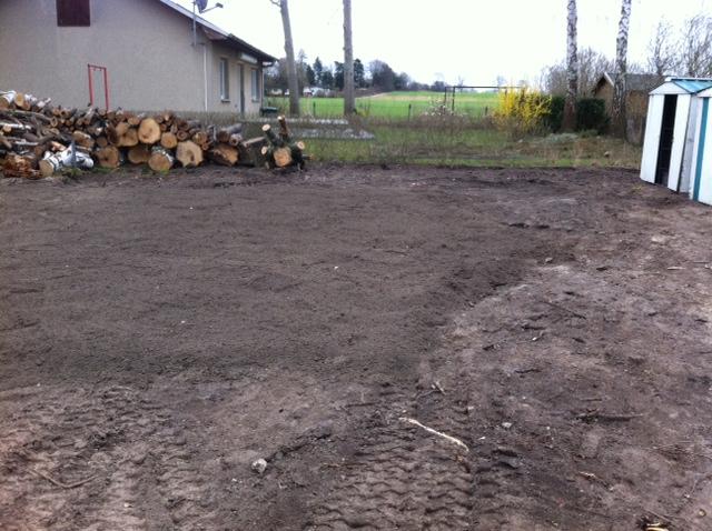 Neuer Mutterboden im Gartenbereich