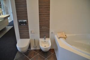 WC und Bidet im Badezimmer