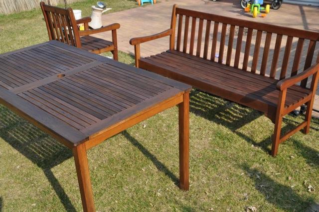 Gartenmöbel streichen - Pflege mit Holzlasur