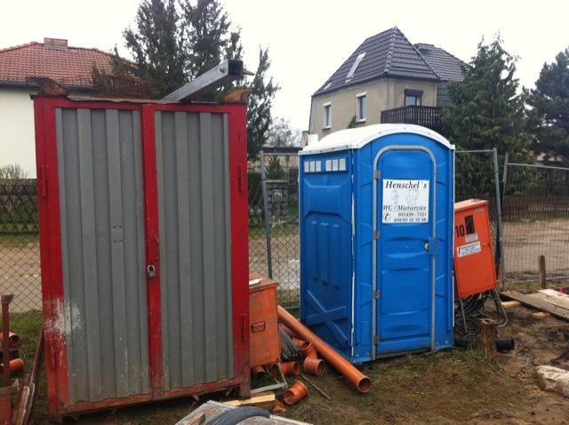 Baustellen-WC, Abstellraum und Baustrom