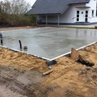 Beton für Bodenplatte – Gießen im Zeitraffer-Video