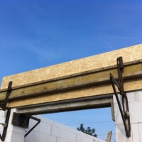 Türsturz an den Balkontüren – Mauerwerk im Erdgeschoss fast fertig