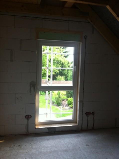 Bodentiefe Fenster im Obergeschoss