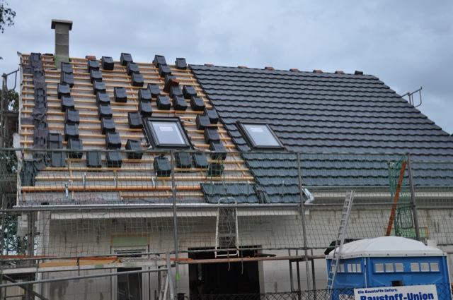 Dachziegel auf dem Satteldach
