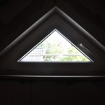 Dreiecksfenster im Dachboden