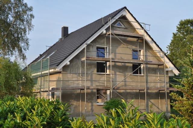 Unser Haus mit Aussenputz in der Seitenansicht