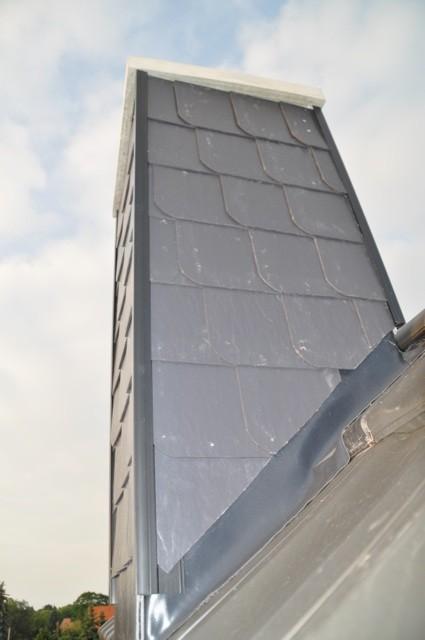 verkleideter Schornstein / Kaminschornstein auf dem Dach