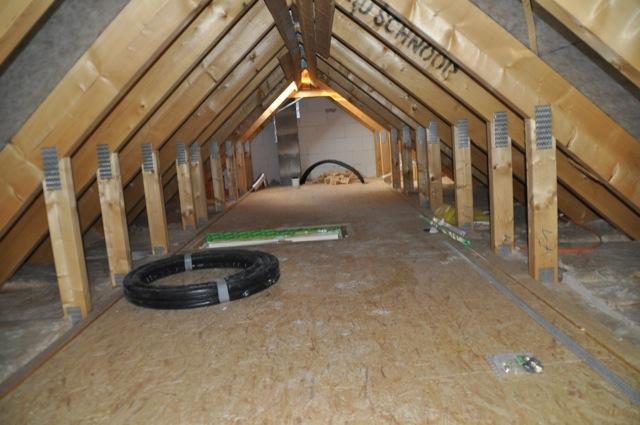 Abstellfläche im Spitzboden / Dachboden
