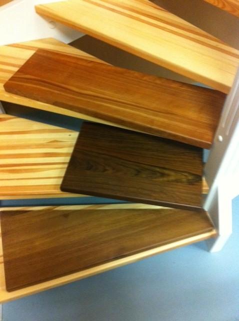 Mögliches Holz und Farben für die Treppe