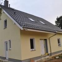 Aussenfassade dran & Gerüst weg – Haus erstrahlt in gelb