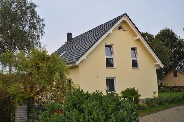 Haus strahlt Gelb - Unsere Aussenfassade