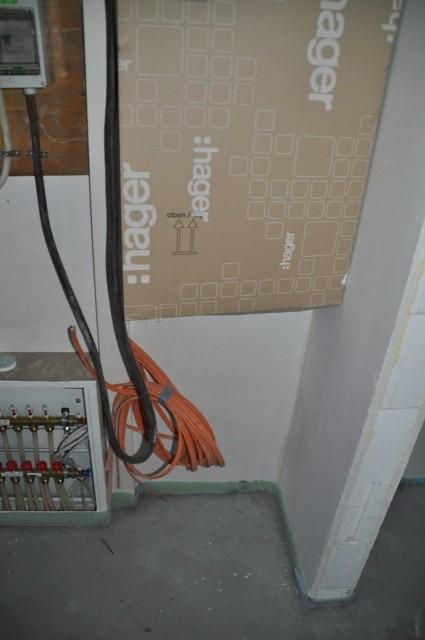 Im Hauswirtschaftsraum unterm Sicherungskasten - genug Platz für den Serverschrank