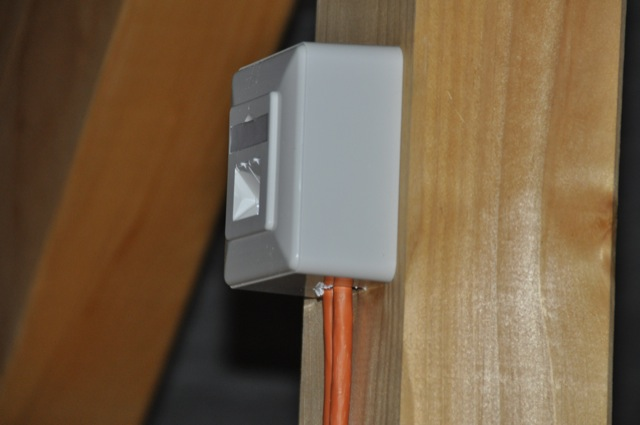 Netzwerkdose auf dem Dachboden