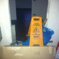 Dunkle Bodenfliesen für Eingang, Küche, HWR & WC