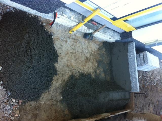 Eingangspodest bauen - Treppenstufe aus Granit