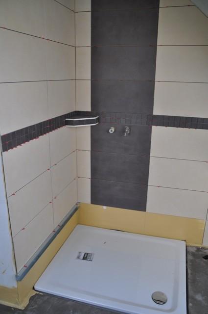 Fliesen für die Dusche - inkl. kleiner Ablage