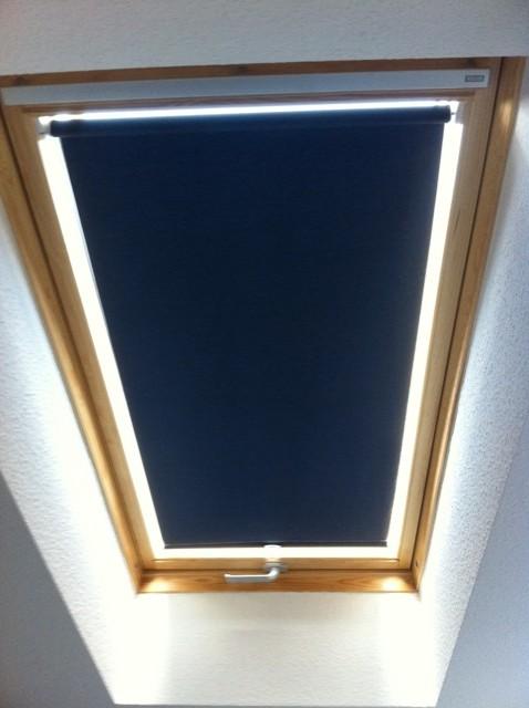 Lichtdurchlässiges Dachfenster-Rollo