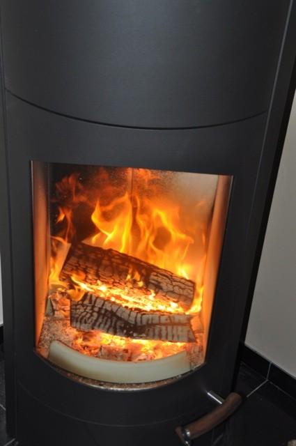 Flammen und Feuer im Kaminofen