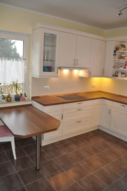 Küchentisch aus dem Holz der Arbeitsplatte