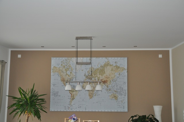 Deckenlampe in der Wohnzimmer-Essecke
