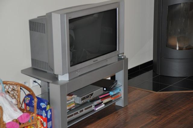 Der alte Röhren-Fernseher muss weg :-)