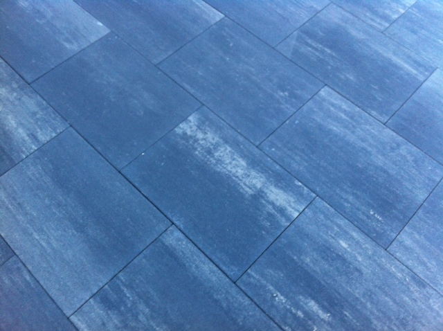 Berding Beton: Miami Skyline Terrassenplatten in nordisch grau-dunkelgrau