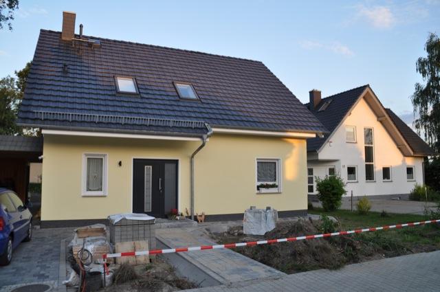 Hausbau ist fertig und Aussenanlagen nehmen Gestalt an