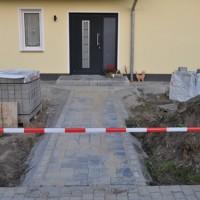 Neuer Grundstücks-Eingang: Pflasterung Gehweg & Zaun-Abriss
