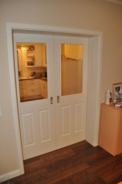 Landhaus-Schiebetür im Wohnzimmer