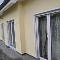 Ausreichend Licht im Wohnzimmer? Fenster beim Neubau planen