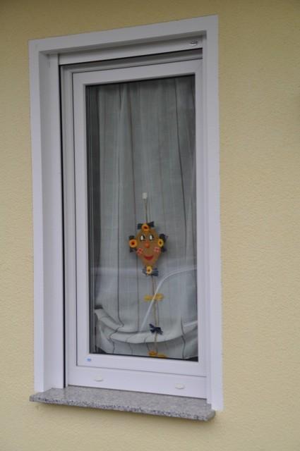 Fensterschmuck im Herbst - Drachen