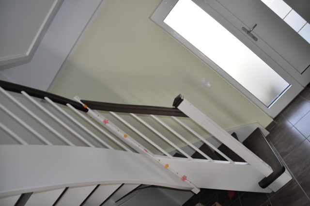 Gestaltung der Treppe und Geländer im Flur