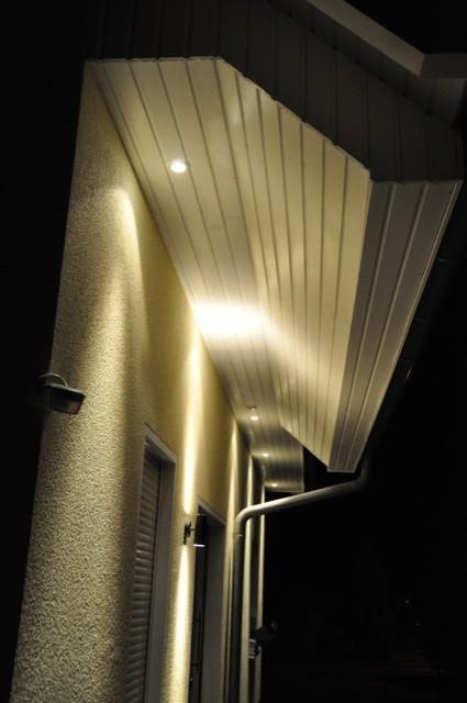 Halogen-Spots im Dachkasten vorm Dachüberstand