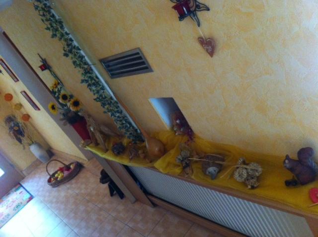 Herbst-Dekoration im Flur und Haus-Eingang