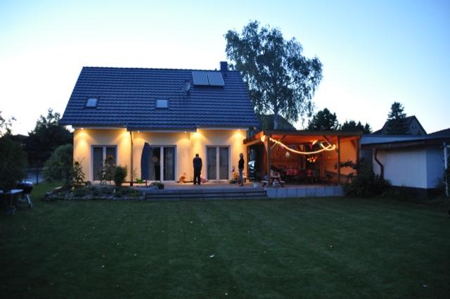 Licht der Spots nutzt auch bei der Dämmerung im Garten