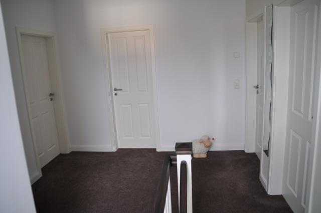 Treppen-Aufgang -Blick in den Flur im Dachgeschoss