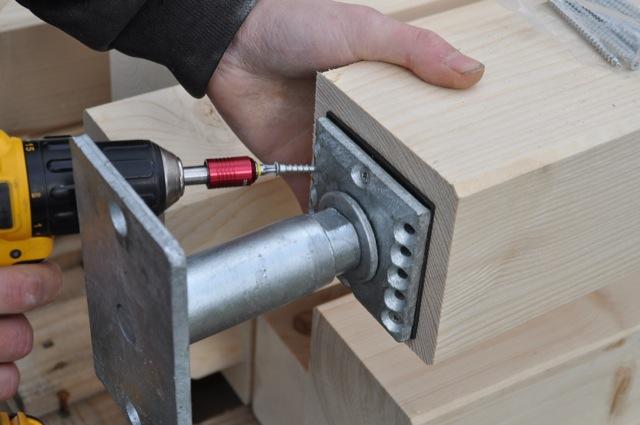 Pfosten / Balken und Fußstützen für das Carport-Gerüst