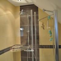 Praxistipp: Armaturen & Duschkabine aus Glas reinigen