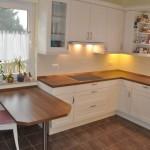 Küchentisch - Holz des Tischs ist aus der Küchen-Arbeitsplatte