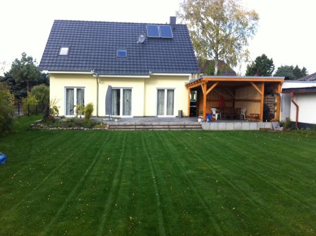 Garten mit Terrassenüberdachung