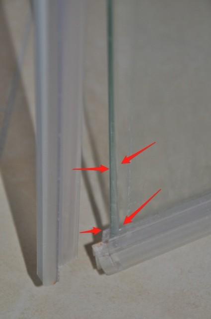 Glaswand der Dusche - Kaputtes Glas der Kermi-Pendeltür