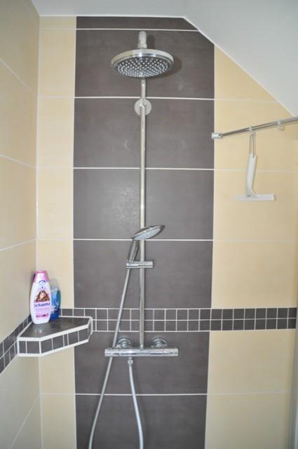 Fliesenablage in der Dusche