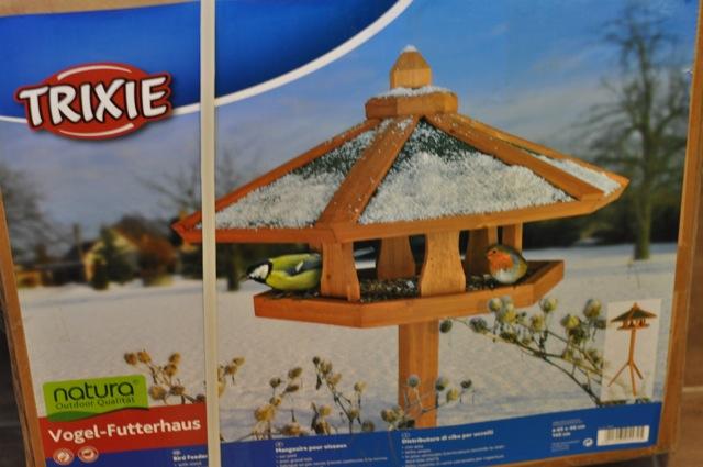 Gibt es fertig zu kaufen: Vogel-Futterhaus