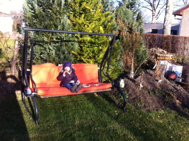 Frühling im Garten - die ersten Sonnenstrahlen geniessen